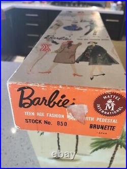 VINTAGE MATTEL 1960 BARBIE DOLL #850 PONYTAIL #4 BRUNETTE TM with Fashion & BOX
