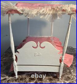 Vintage Barbie Suzy Goose Canopy Bed & Redhead Skipper With Assessories EUC