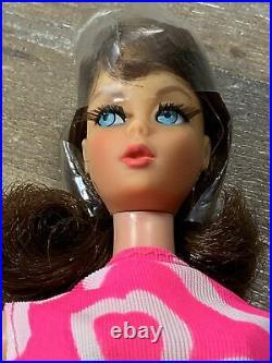 Vintage MARLO FLIP 1970 #1160 TNT MOD Barbie Brunette NEAR MINT Hair Cello